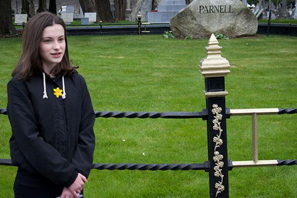 Tour guiding at Glasnevin cemetery speaker talking